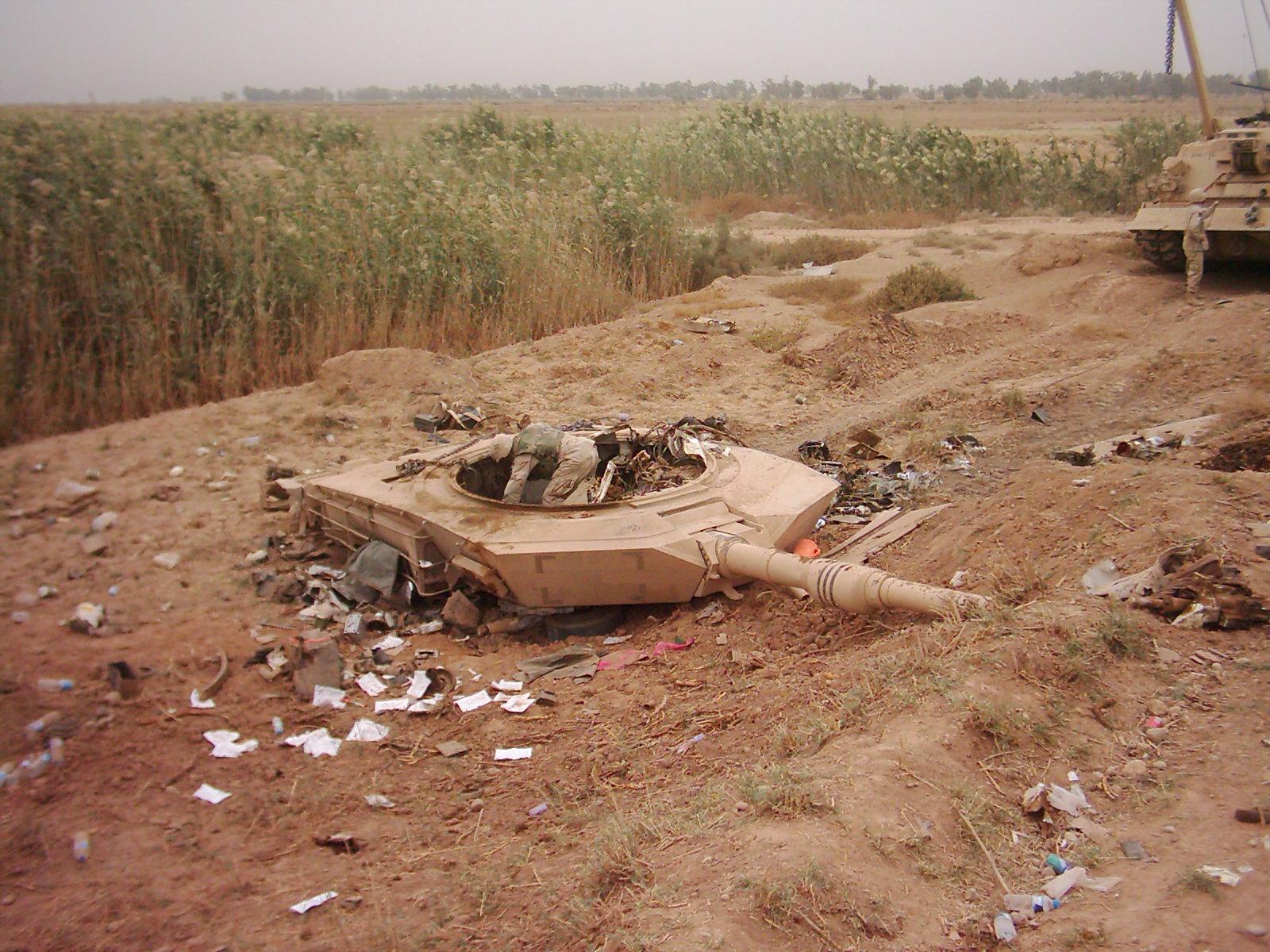 2015 - الجزائر تستلم حزمة ثالثة  من  [ دبابات T-90  ]   - صفحة 3 Iraq%20021
