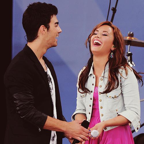 Joe Jonas and Demi Lovato. - Page 5 Tumblr_llqbbqSbyM1qkwxp8o1_500_large