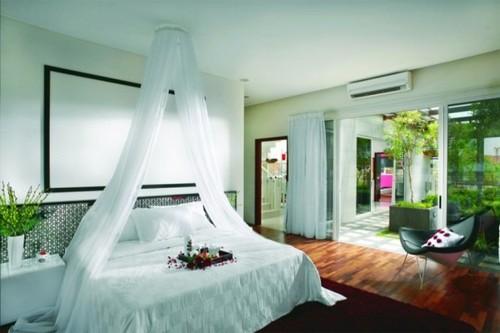 ديكورات بتداخل الالوان  Bedroom-design-villa-tropical_large