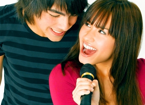 Joe Jonas and Demi Lovato. - Page 5 8996f38f405e1eee5e752bf9b23afac3_large
