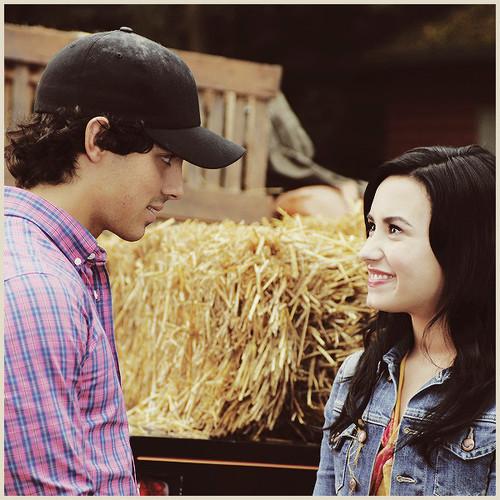 Joe Jonas and Demi Lovato. - Page 5 446412374_large