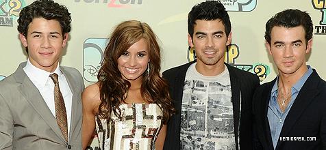 Joe Jonas and Demi Lovato. - Page 4 209kfvl_large