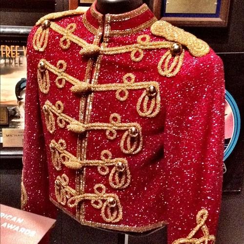 L'abito non fa il monaco....ma le giacche di Michael fanno la canzone! Abc966a21e1c11e180c9123138016265_7_large
