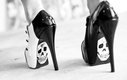 visoke potpetice... - Page 5 Black-and-white-edge-heels-sexy-shoes-Favim.com-305358_large