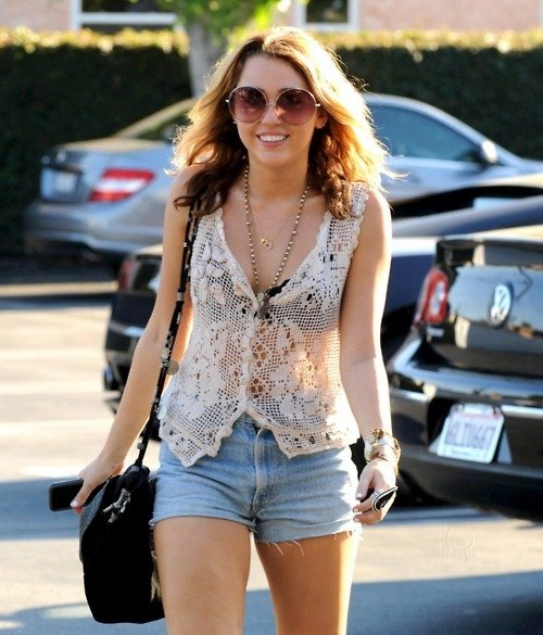 Imbracaminte[2] - Page 2 Blonde-boho-celebrity-denim-miley-cyrus-Favim.com-432210_large
