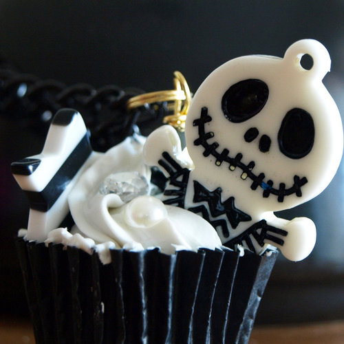 Trick or Treat!!!! Desde las catacumbas del Monasterryo entregando primeros regalitos Jack_Skellington_cupcake_by_queenanka_large
