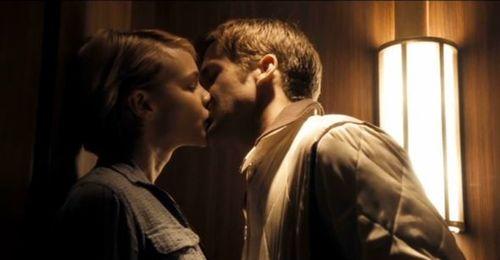 RYAN GOSLING - Pagina 2 Drive-movie-ryan-gosling-carey-mulligan-kiss_large