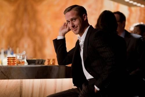 RYAN GOSLING - Pagina 2 Ryan-gosling-in-suit-650x436_large
