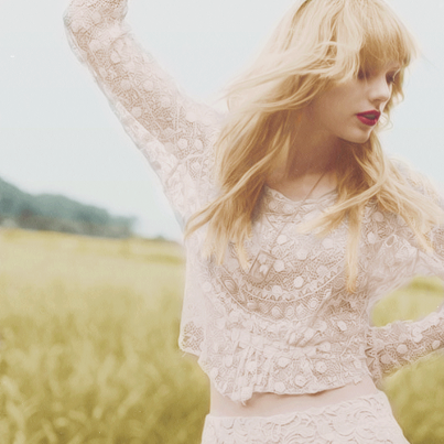 Taylor Swift - Page 2 222162_417613738311973_2082120706_n_large