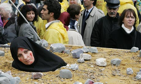 La Guerre des Images contre Islam Iranian-woman-protesting-over-death-by-stoning-brussels