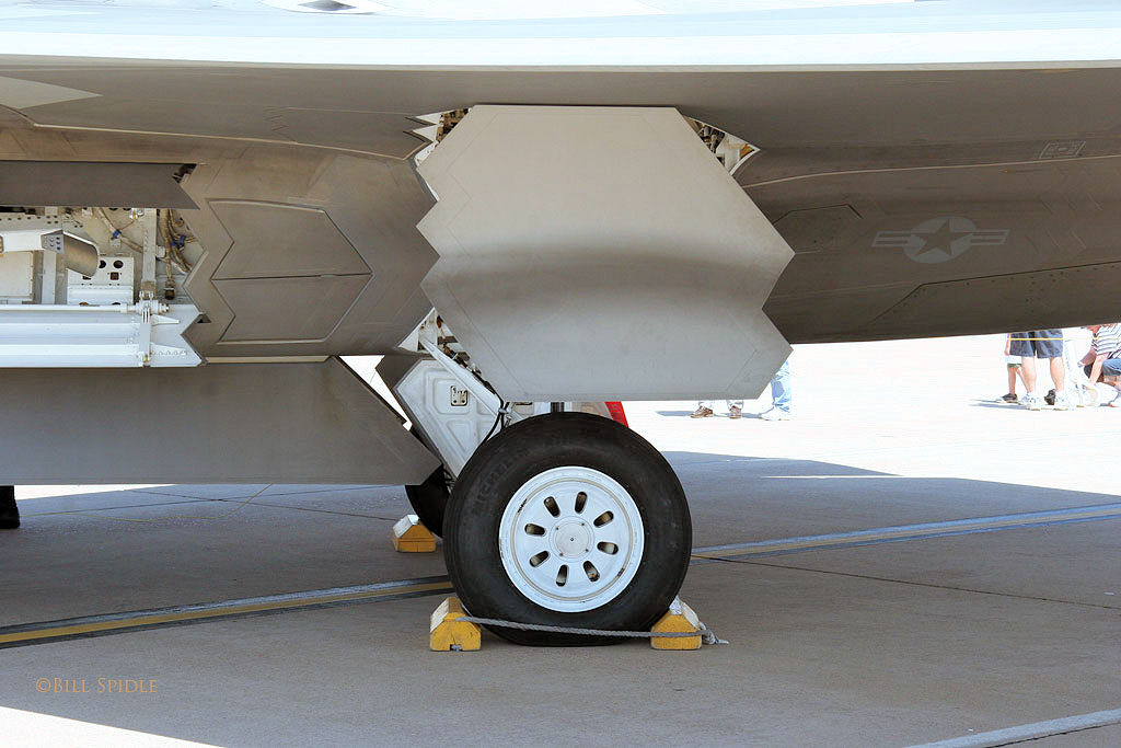 t50/pak fa  ليست شبحيه حتى الان بالتحليل والصور والمصادر  F-22a_02-4032_20_of_40
