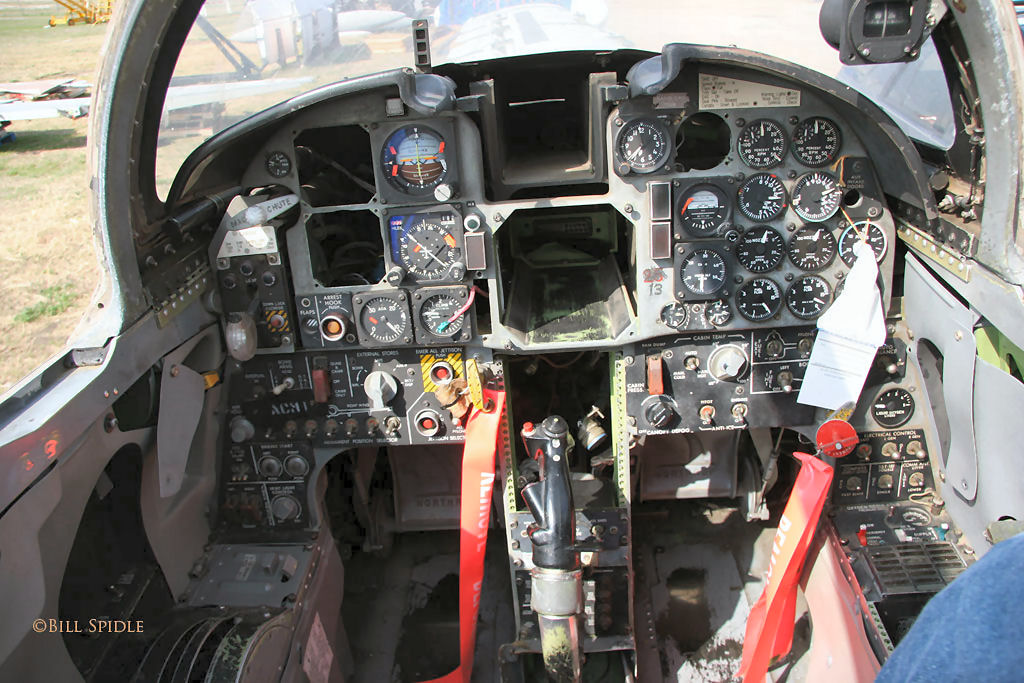 aeronaves - La Fuerza Aérea Mexicana compra 25 aeronaves turbohélice Grob G120TP. - Página 5 F-5e_74-1558_fwd_cockpit_07_of_21