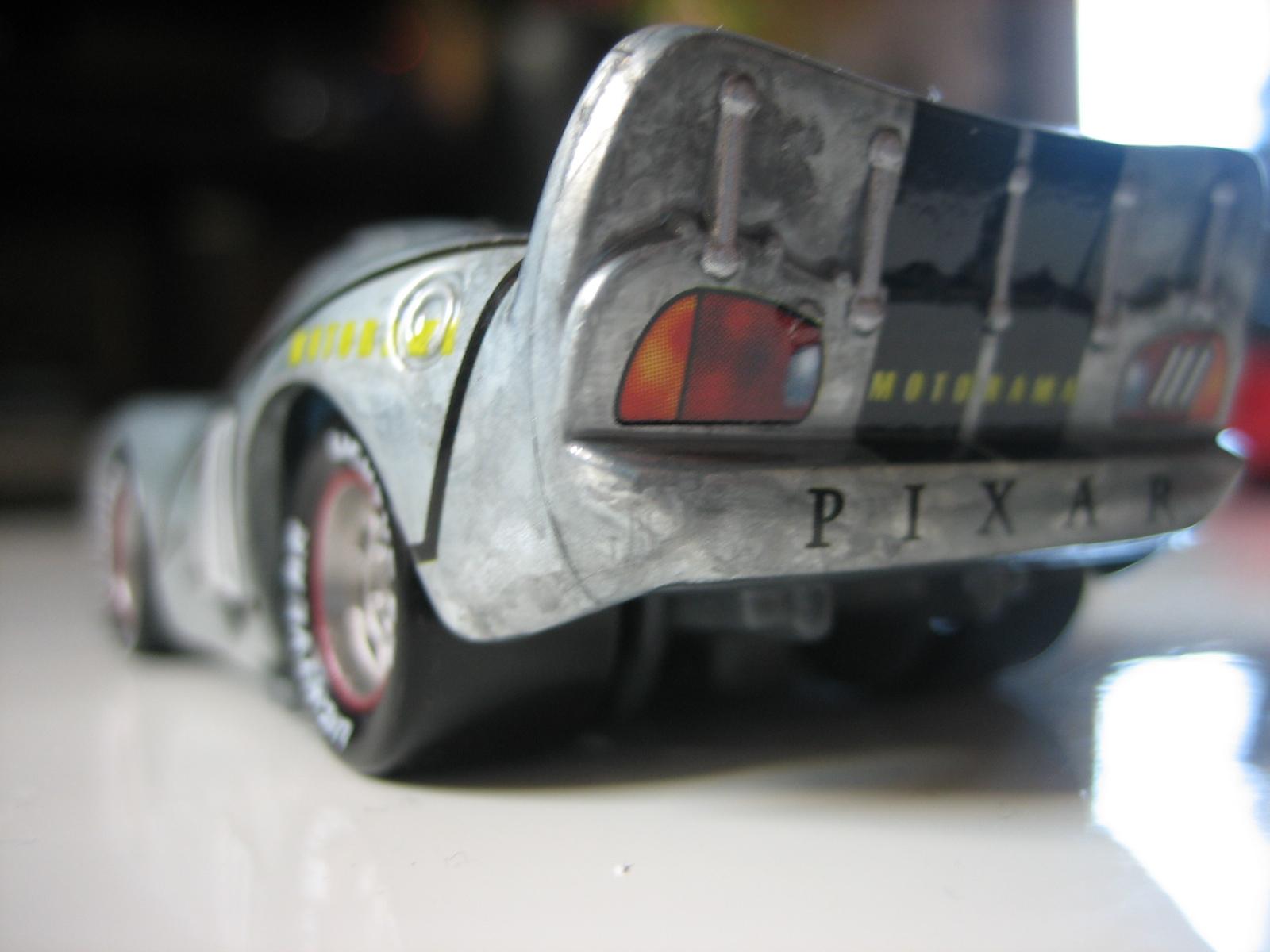 [recensement] Lightning McQueen Pixar Motorama - Page 3 IMG_7388
