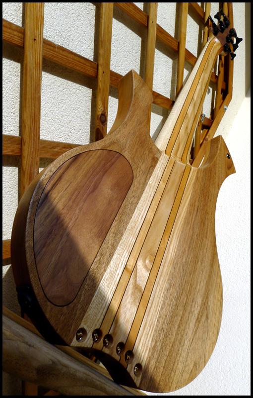 basse par un non luthier/non mélomane/non musicien DAG-III-F-15