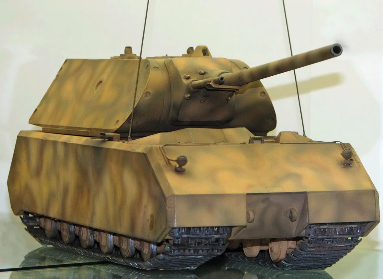 Tanques Alemanes de la II Guerra Mundial Munster_Maus_Modell_(dark1)