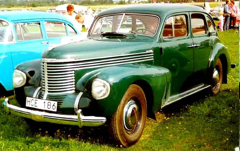 Los principios de Opel y sus modelos Opel_Kapitan_De_Luxe_4-Door_Sedan_1939