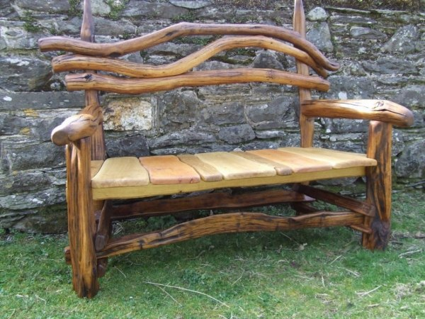 Deco intérieur bois Id%C3%A9e-originale-banc-de-jardin-bois-branche-design-original