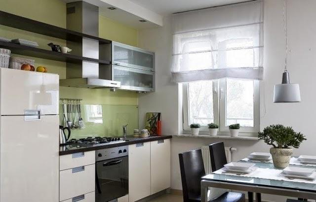 Idée déco pour cuisine laquée blanche et plan de travail noir Peinture-murale-cuisine-vert-clair-cr%C3%A9dence-verre-protection