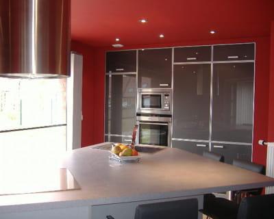 Maison en rénovation, à rafraîchir : Quelles couleurs pour notre séjour/salon/cuisine ouverte ? Cuisine-rouge-d-aryane-522989