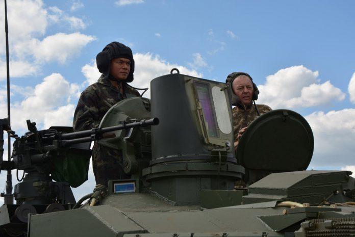 اوكرانيا تورد دفعه من دبابات T-84 Oplot-M الى تايلاند  CoSDrsfXEAAvFuh-696x465