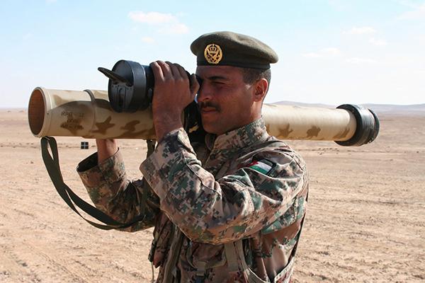 "قاذف RPG-32 ""Nash-shab المضاد للدروع  5559a536e662a"