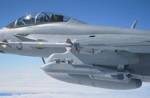 Prueban misil mediano SDBII - de lanzamiento aereo con objetivos moviles - RAYTHEON Jsow_au_close1