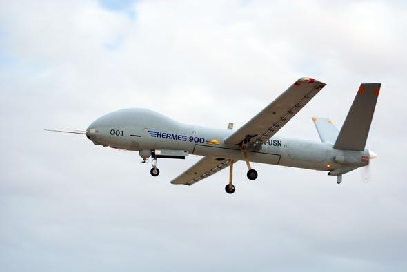 Israel:Economie, contrats d'armements, R&D, coopération militaire.. - Page 39 HERMES-900-in-flight