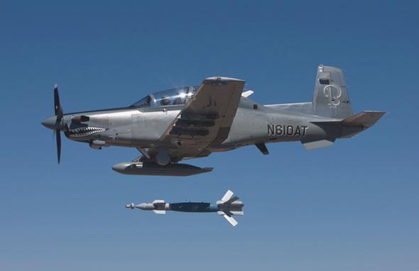 retour des avions d´attaque légers COIN/Light Attack - Page 2 At6_lgb