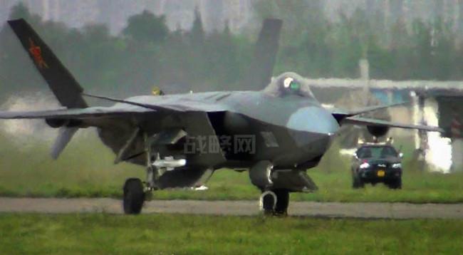 المقاتلة الصينية J-20 Mighty Dragon المولود غير الشرعي J20_armed-e1364337514174