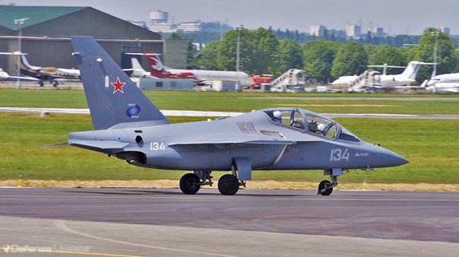 تغطية معرض باريس للطيران 2013 Yak-130