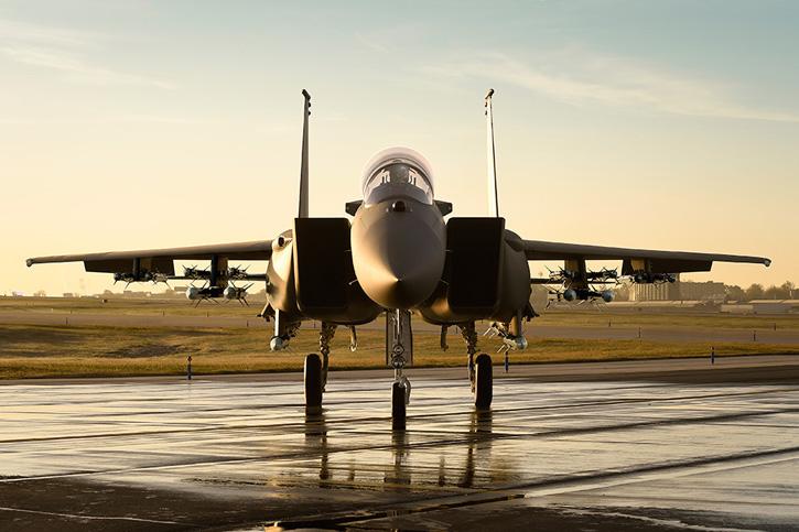 بوينغ تكشف النقاب عن المقاتلة السعودية F-15SA بتشكيلات أسلحة متنوعة F-15sa-16-airtoair725