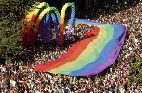 Suite dans les idées ! - Page 4 Article_gay_pride