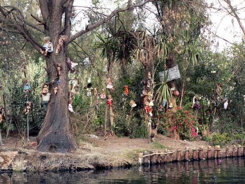 le site de Martin du 1er décembre trouvé par Paul - Page 2 La-isla-de-las-munecas