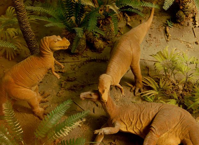 tyrannosaure avec sa proie Dioramajurassic2