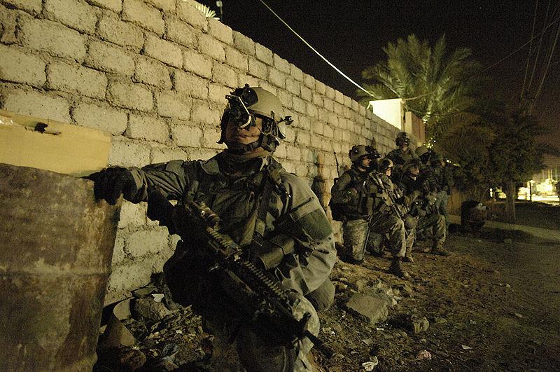 scène de combat 75th_Ranger_Regiment_conducing_operations_in_Iraq_26_April_2007