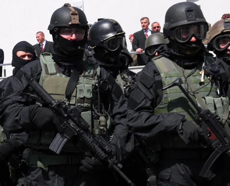 القـوات الخـاصــة حول العالم - حصري لصالح منتدى الجيش العربي GROM_10_28201l