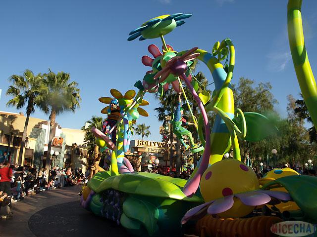 [Disney California Adventure] Pixar Play Parade F8cff3d8ab