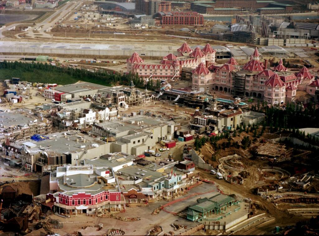 Photos de la construction du Parc Disneyland - Page 4 Hd12811-1024x758