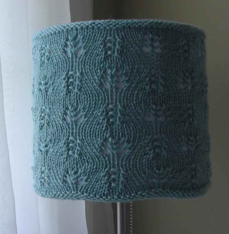 Provocare tricotat nr. 3 - Ceva nou pentru casa Full_3424_3244_GentleSwirlsLampshadeCozy_2