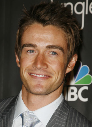 One Tree Hill - Page 6 Robert-buckley