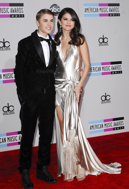American Music Awards 2011 [20/11/11] >> 3 nominaciones - Página 23 Playingdressup
