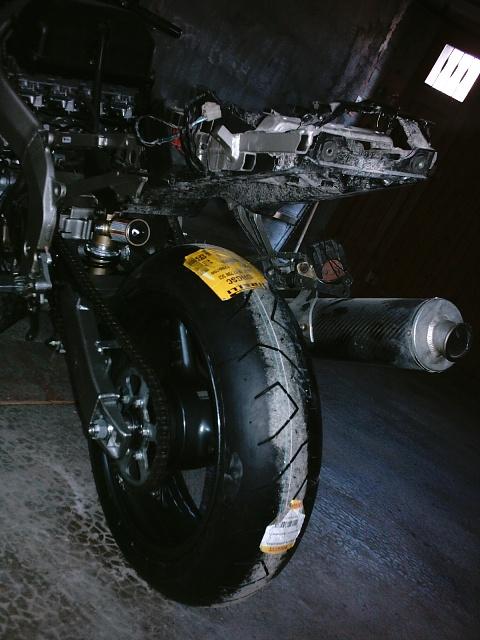 Préparation de la saison piste 2008 ( ZX6R 98 et 99 inside ) - Page 3 IMAG0537
