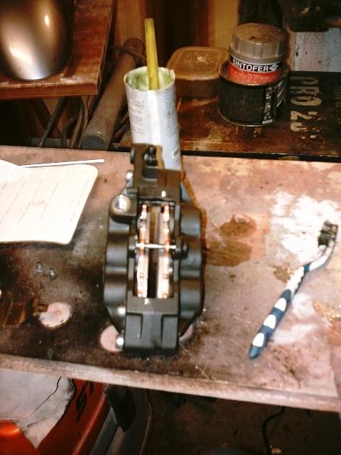 Préparation de la saison piste 2008 ( ZX6R 98 et 99 inside ) - Page 5 IMAG0579