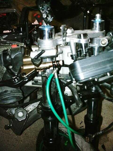 Préparation de la saison piste 2008 ( ZX6R 98 et 99 inside ) - Page 5 IMAG0584