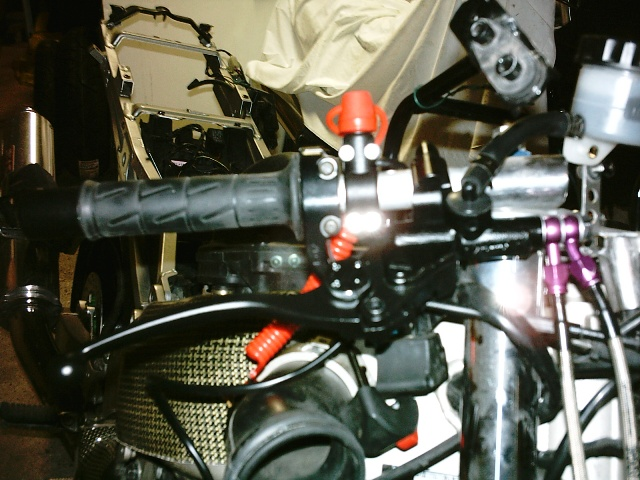 Préparation de la saison piste 2008 ( ZX6R 98 et 99 inside ) - Page 5 IMAG0595