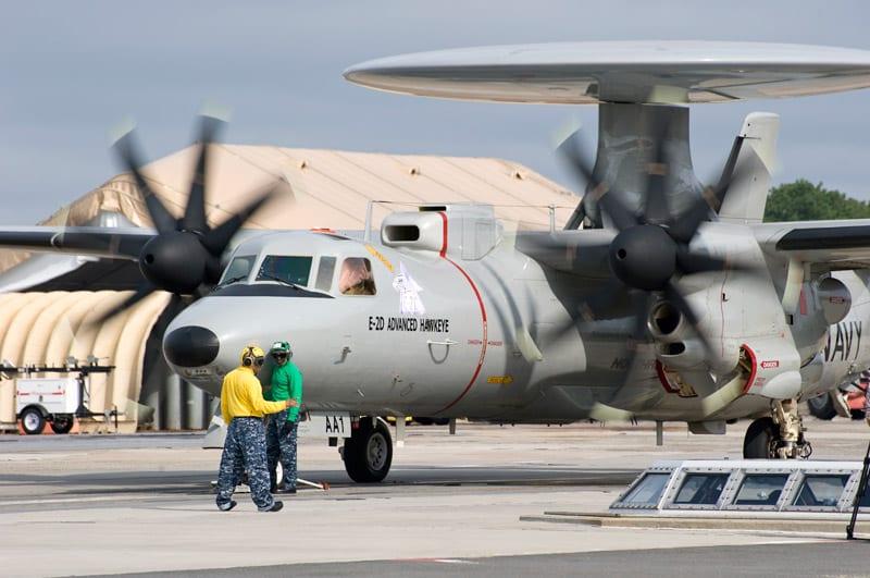 الجيش الموحد الخليجي فوائده وسلبياته  E-2D-on-EMALS