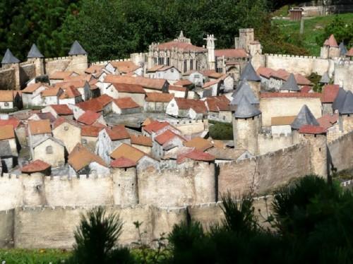 AAR PERISNO Carcasona-ciudad-medieval-fortaleza-actual.-500x374