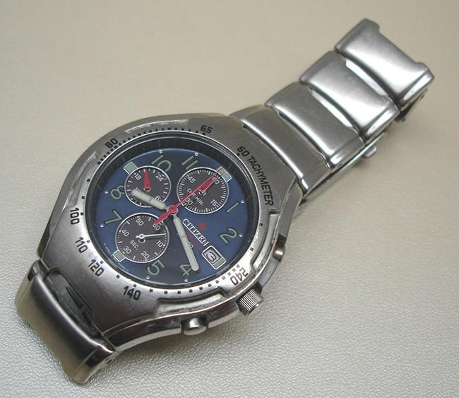 Lựa chọn đồng hồ cơ hay quartz 7-Tissot-Autoquartz-pha-vo-the-doc-ton-cua-dong-ho-seiko-kinetic
