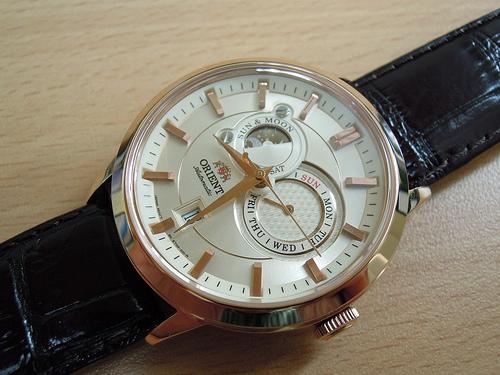 Sản phẩm cần bán: Trẻ trung phá cách với đồng hồ orient  su and moon dây da 7581616606_a67ae2669a