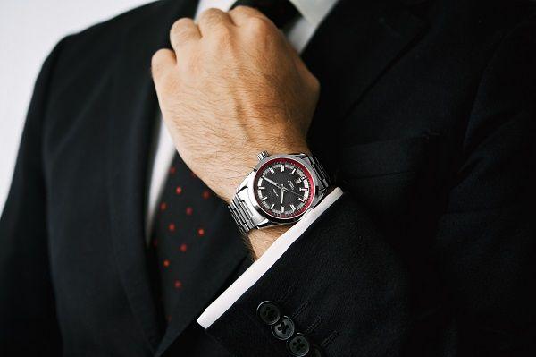 Nam giới nên chọn những loại dây đồng hồ nào C%C3%A1ch-ch%E1%BB%8Dn-%C4%91%E1%BB%93ng-h%E1%BB%93-nam1